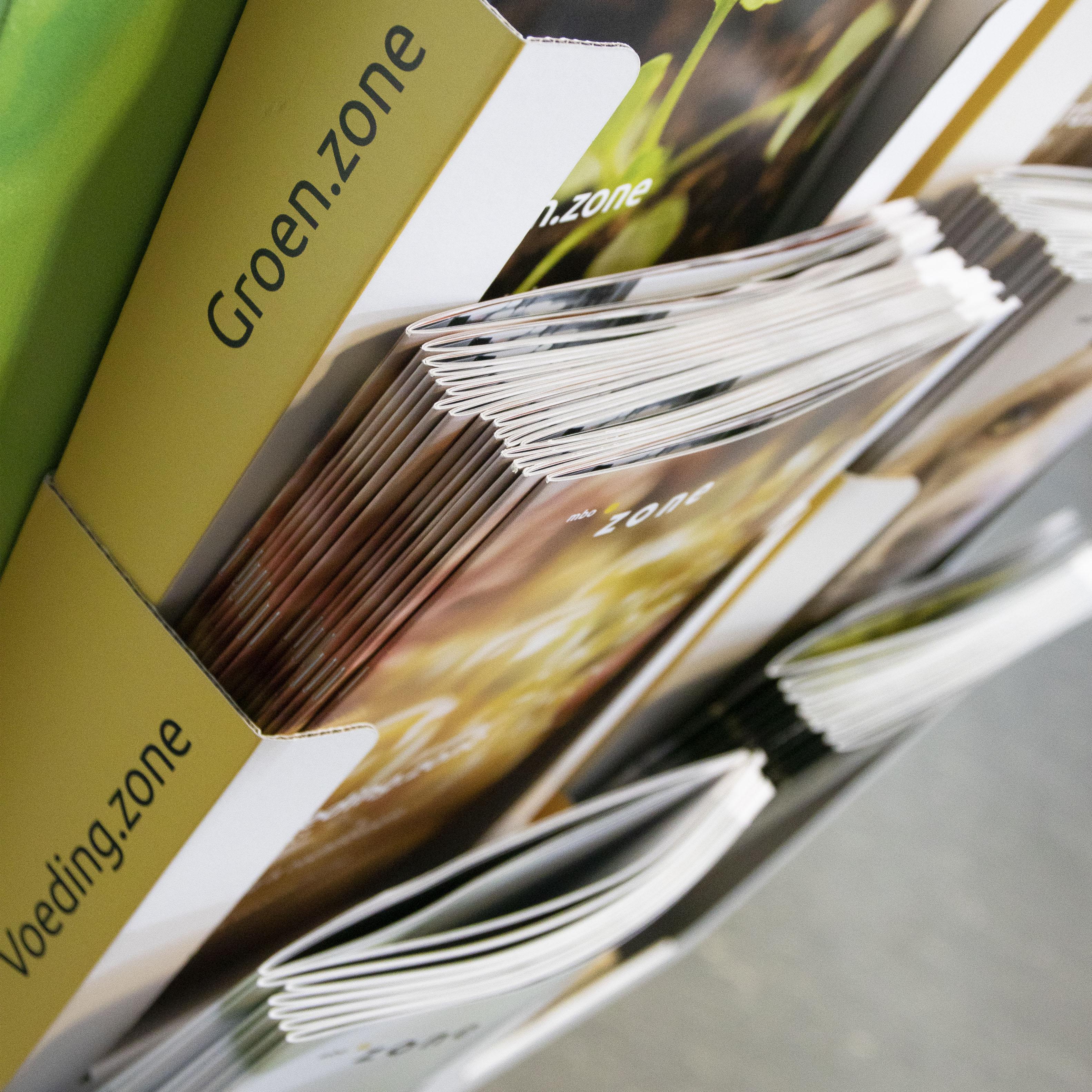 Display brochures ingezoomd op brochures zonecollege
