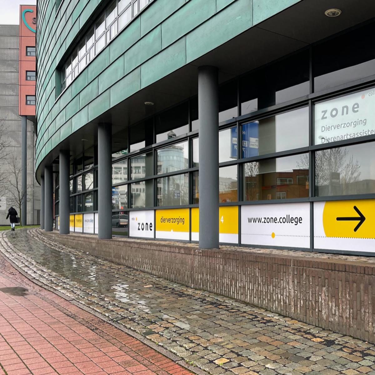 buitenkant schoolgebouw deventer signing zone.college